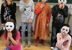 Masken aus Gipsbinden